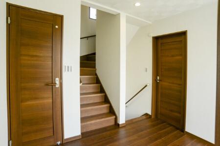 室内ドアの種類と特徴