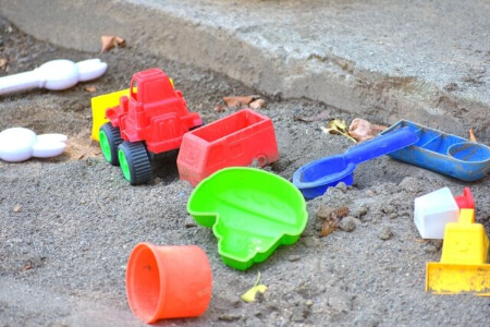 【玄関の収納】掃除道具、趣味道具、おもちゃを収納する方法