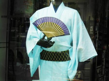 男性浴衣を選ぶ基準【色合い・デザイン・着やすさ・素材】
