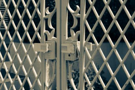 【門扉の設置】自分でエクステリアの門扉を設置できる?