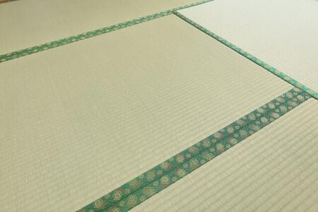 畳に絨毯(カーペット)を敷くならこまめに掃除が必要です!