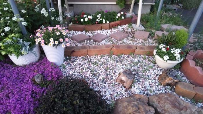 【庭に砂利を敷くメリット】庭に砂利を敷く方法や砂利の種類を知ろう!