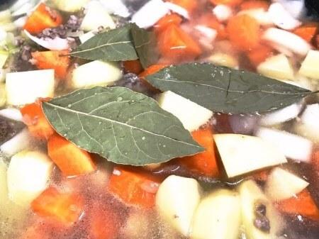 【月桂樹の利用方法】月桂樹(ローリエ)の4つの利用方法