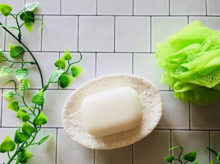 逆性石鹸とは?普通石鹸と逆の性質を持つのが逆性石鹸