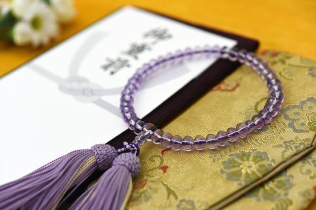 【香典袋の書き方】宗教による香典の書き方の違いや料金相場を解説