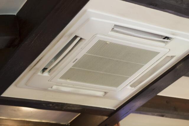 業務用エアコンのフィルターについたカビの掃除方法