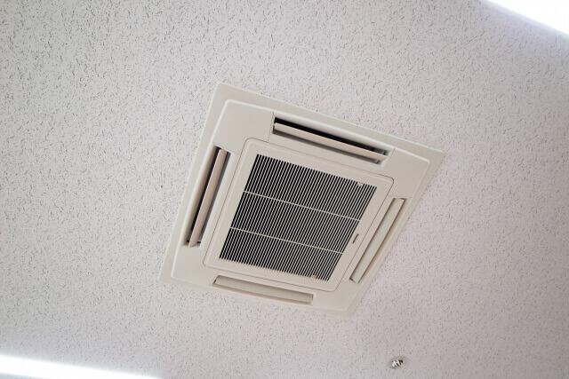 業務用エアコンの掃除してる?掃除方法紹介《天井い埋め込みタイプ》