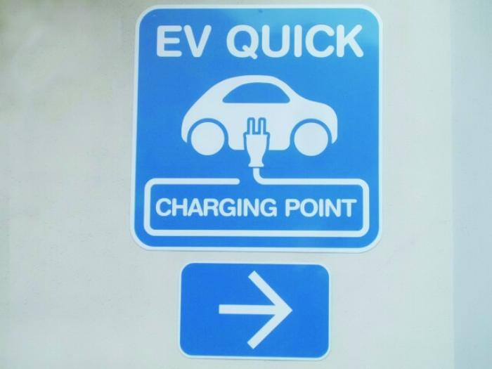【電気自動車の充電】EV車を購入したら電気自動車の充電設備を設置