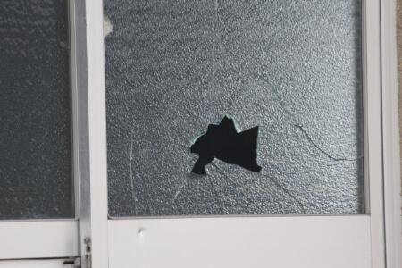 割れたガラス片を処分する方法【ゴミの出し方】
