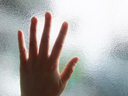 曇りガラスは掃除が必要です!早めの掃除が大切