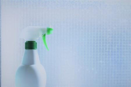【曇りガラスの掃除】曇りガラスの頑固な汚れを重曹で掃除する方法