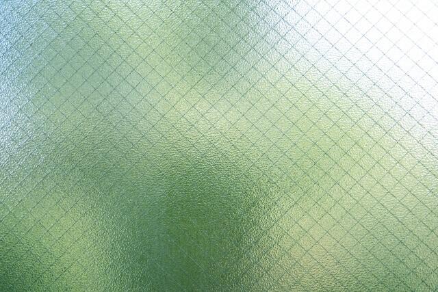 曇りガラスの掃除をしてますか?凹凸の曇りガラスを掃除する方法を紹介