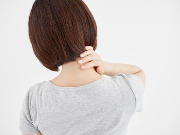 短時間で座ったままできるマッサージで首こりを解消!正しいマッサージと首こりについて