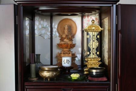 どんな時に仏壇の移動が必要なの?引っ越しや仏壇掃除など色々