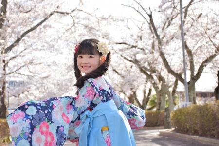 袴に合う髪型を着物の色から選ぶ