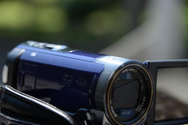 【ビデオで背景をぼかした撮影方法2】ズーム機能(望遠側)を使う