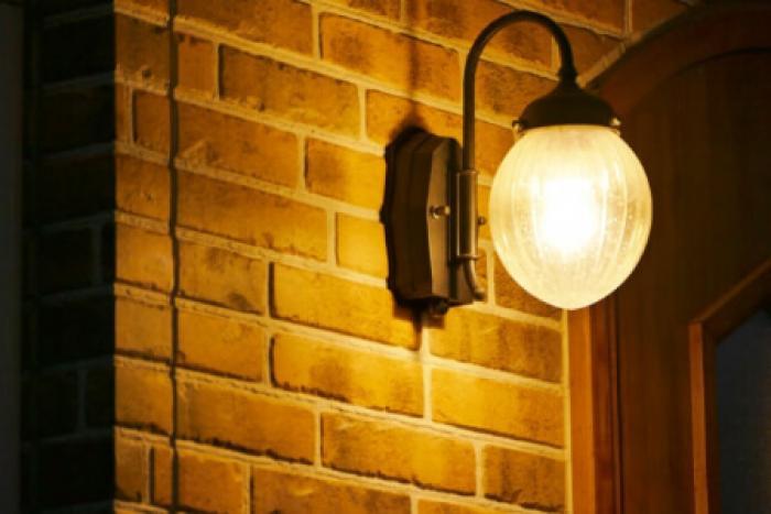 玄関照明が家のイメージを左右する!いい雰囲気にするには玄関の照明が鍵