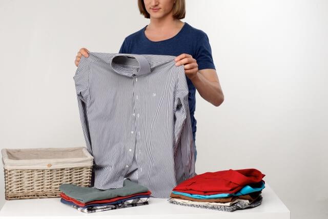 【Yシャツやブラウスのたたみ方】キレイにたたむ方法を知ろう!