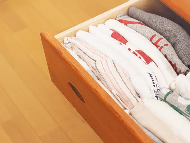 【Tシャツのたたみ方】Tシャツをキレイに収納するポイント