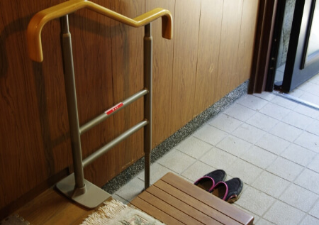玄関網戸の種類と特徴・設置の費用