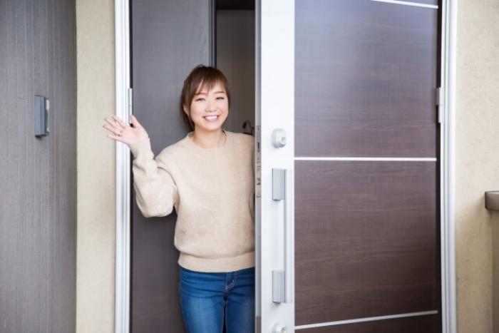 玄関に網戸を設置しよう!玄関網戸のメリットや設置する時の注意点