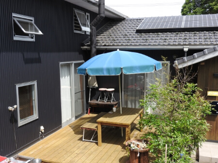 【屋根のDIY】ウッドデッキの屋根は簡単に取り付けられる!