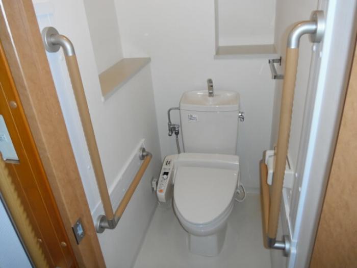 バリアフリートイレで介護の負担を減らす!バリアフリートイレの工事内容・費用・助成金