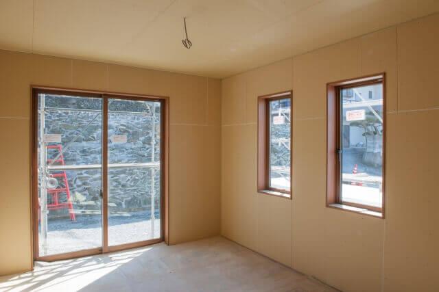 【窓の種類】「滑り出し窓」「倒し窓」の使われ方