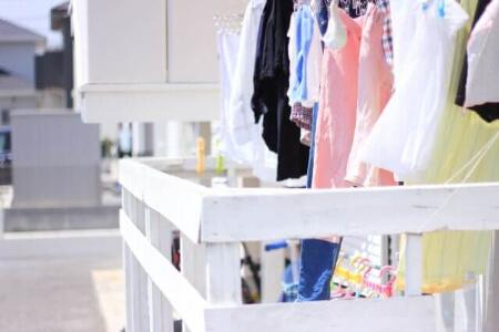 【アクリルの干し方】アクリル素材の衣類が型崩れしない干し方