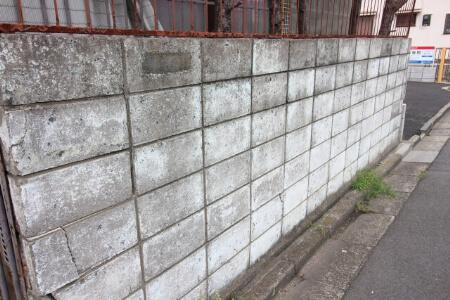 地方自治体はブロック塀の検査を推奨