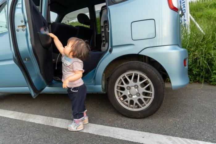 【車の内張りの掃除】内張りはどこまで?汚れのタイプ別の掃除方法