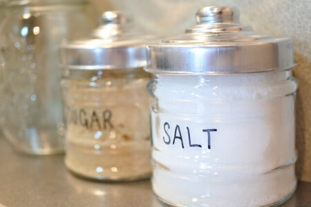 家にある塩や熱湯でナメクジを駆除する方法