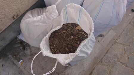 土嚢の積み方は隙間を作らないようにする
