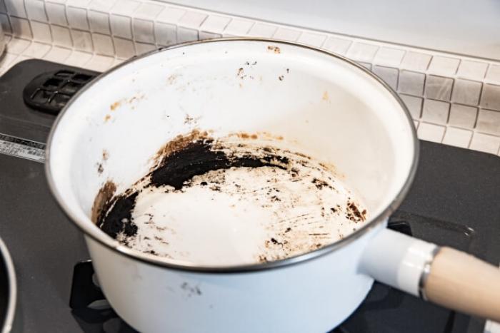 【鍋の焦げ】頑固な鍋の焦げ付きを落とす方法と正しいお手入れ方法