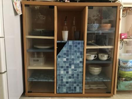 中性洗剤とガラス洗剤を使って食器棚を掃除する方法