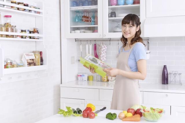 食器棚の掃除してますか?食器棚の掃除方法や収納のコツをまとめて紹介