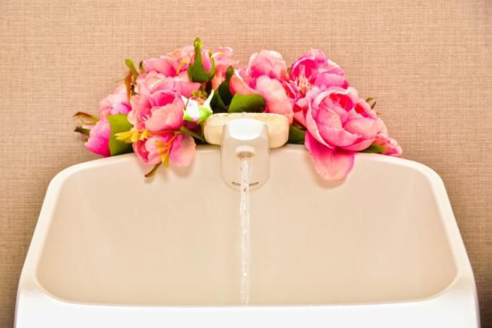 トイレタンクの水漏れ…トイレタンクの交換は自分でできる?業者に依頼?