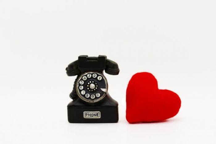 固定電話の移行、解約(廃止)する方法!ひかり電話やIP電話の特徴も解説