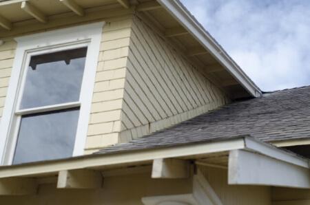 屋根塗装の時期は10年に1度が目安