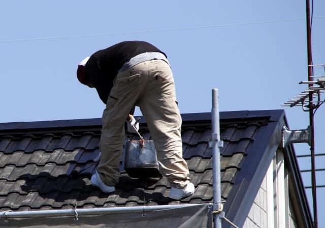【屋根の塗装で大切なこと】屋根塗装の時期の決め方と工事費用の目安
