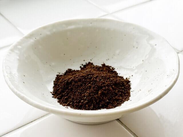 コーヒーかすを乾燥させる方法