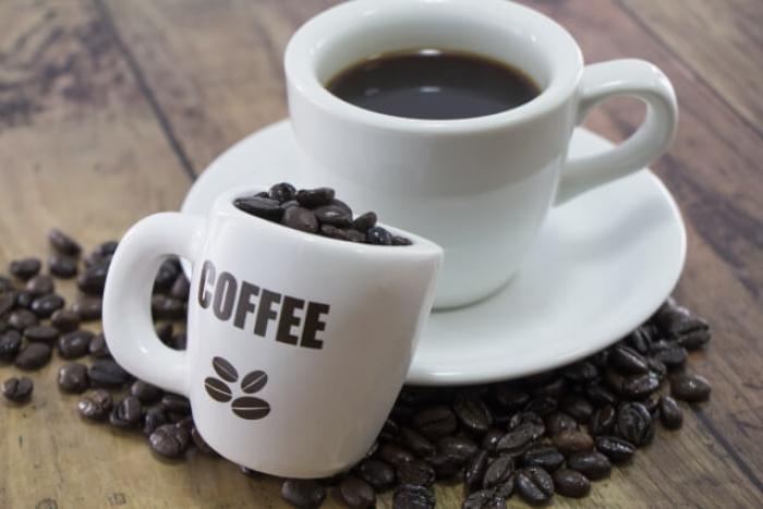 コーヒーかすの15の活用方まとめ!コーヒーかすは消臭剤、肥料、除草になる