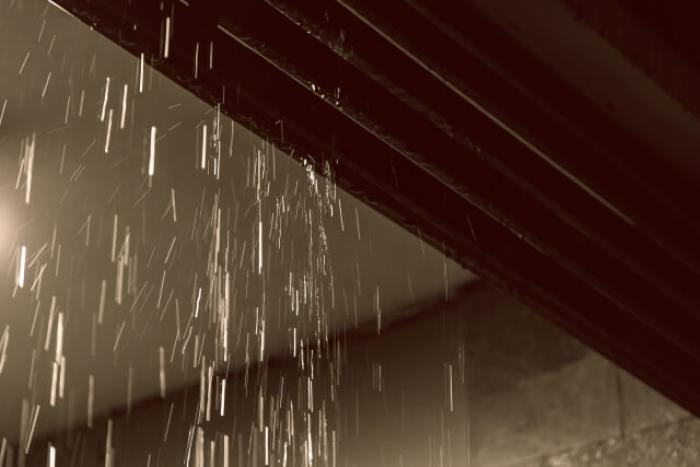 雨漏りしたら応急処置しよう!雨漏りしやすい箇所や応急処置する方法まで紹介