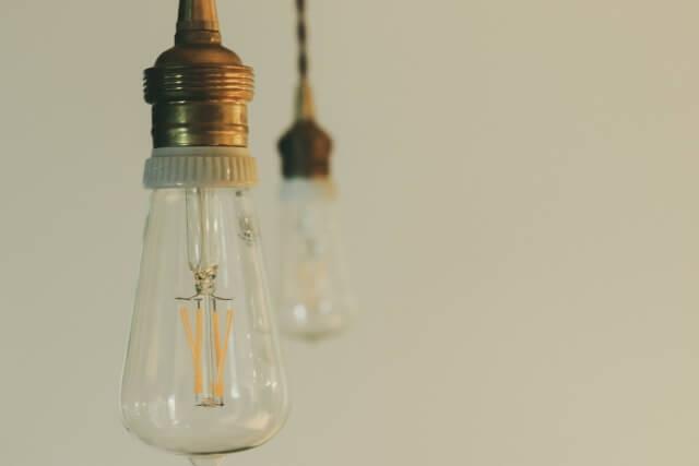 【電球交換の費用】高所の電球交換は業者に相談依頼しよう!