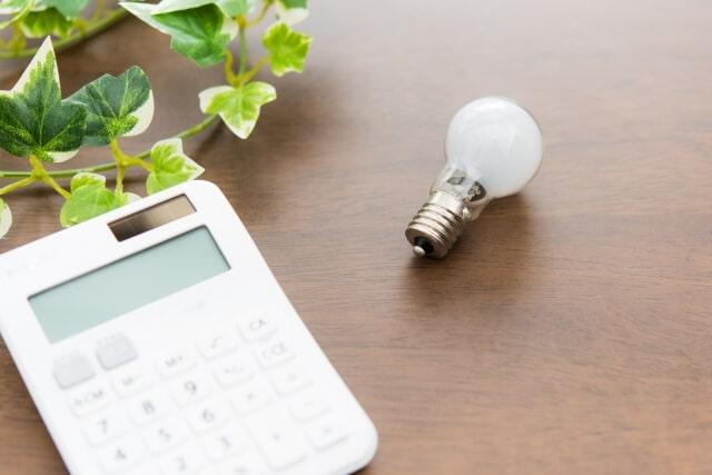 電球交換の費用はいくら?電球交換の費用比較と自分でする方法を解説