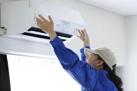 エアコンフィルター自動掃除機能付きダストボックスの掃除方法