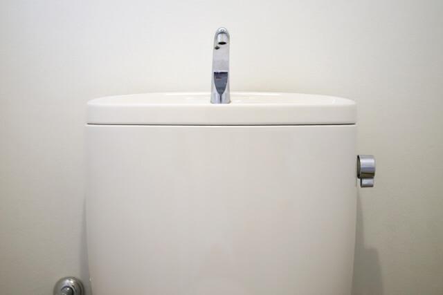 重曹(粉末)を使ってトイレのタンクを掃除する方法