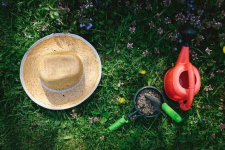防草シートの耐用年数を伸ばすためには砂利がオススメ