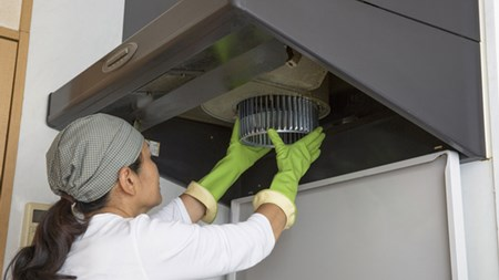 重曹を使って換気扇のフィルターを掃除する方法