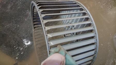 【換気扇を重曹掃除】重曹で換気扇のフィルターとファン掃除